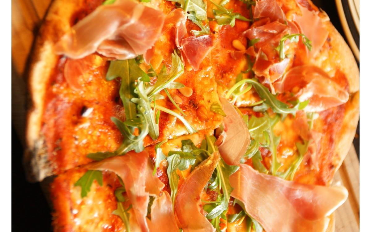 Pizza og gryderetter i stenovn